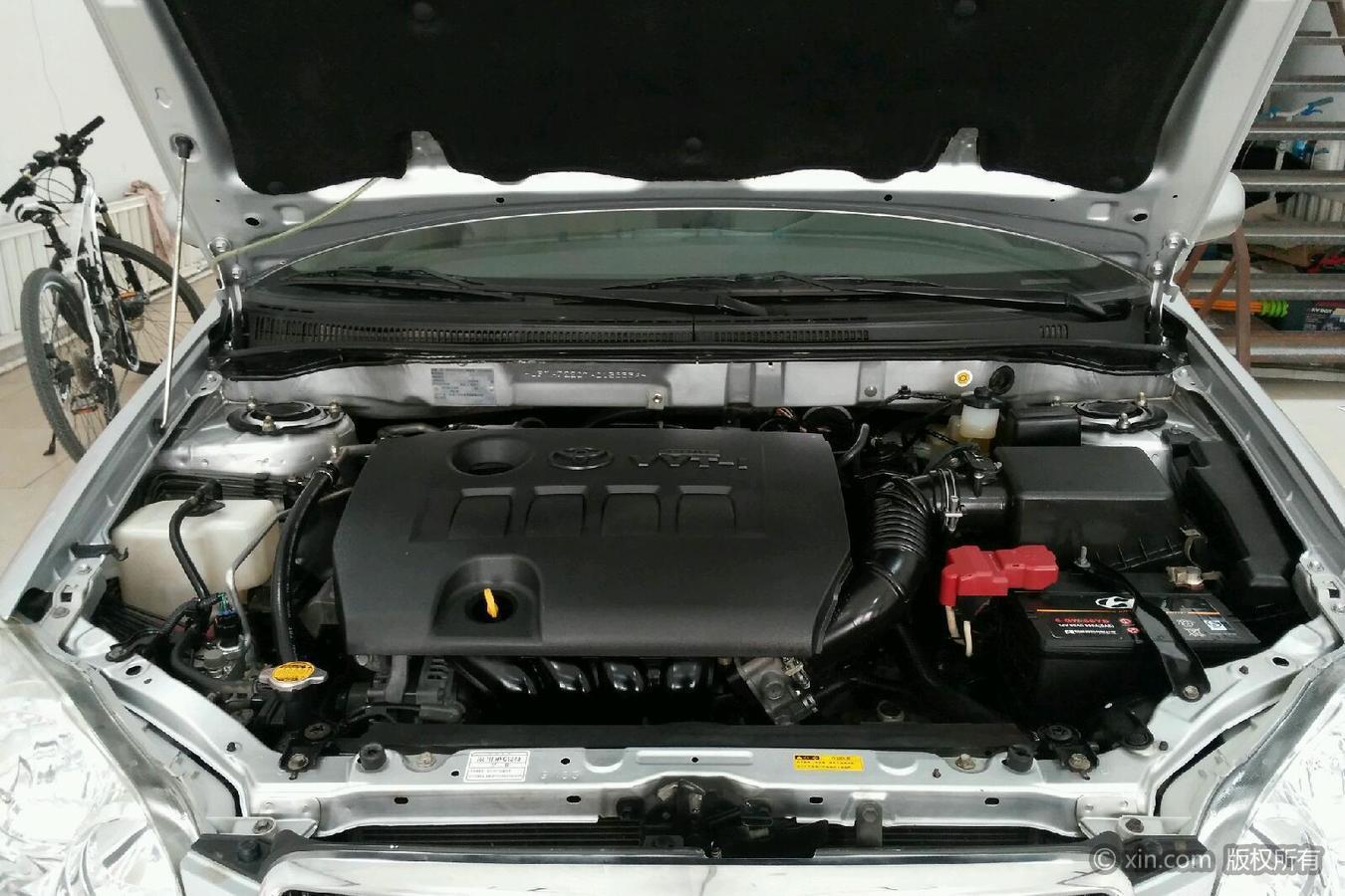 丰田花冠发动机舱