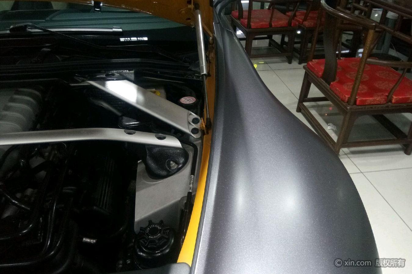 阿斯顿·马丁V8右侧翼子板