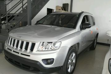Jeep 指南者 2011款 2.4 自动 运动版四驱