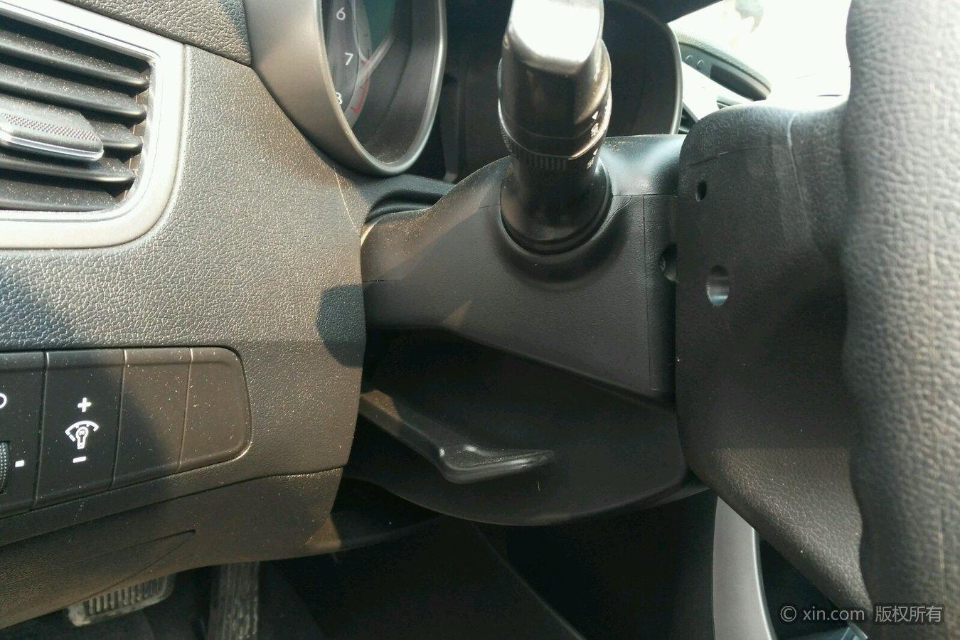 现代朗动方向盘高低调节区