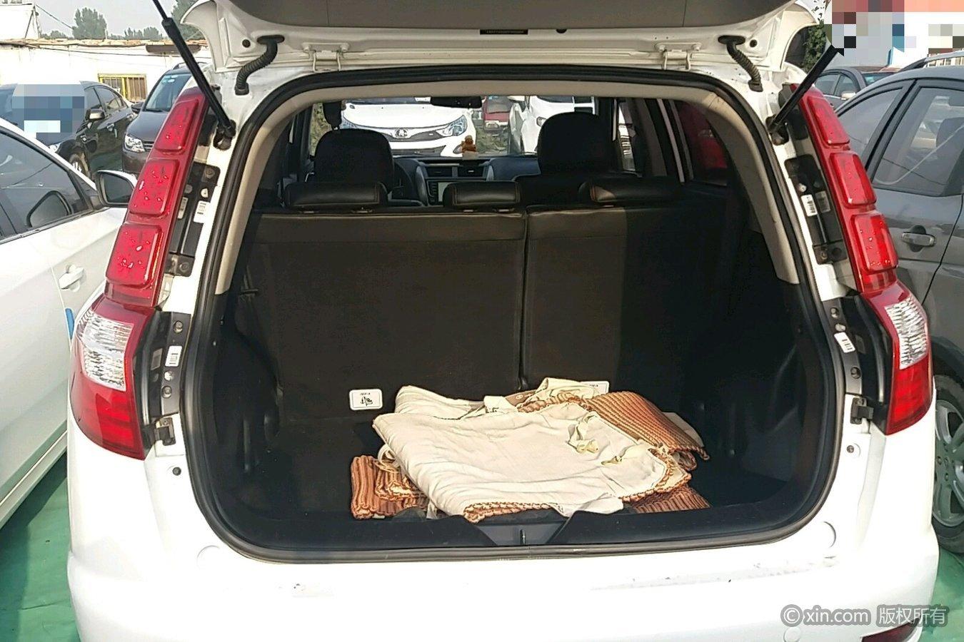 吉利汽车后备箱